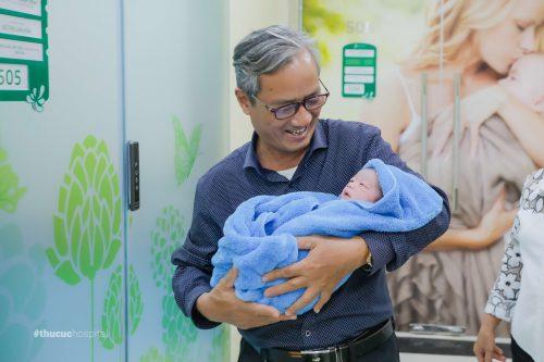 SIÊU CẤP ĐÁNG YÊU: Hành trình đi sinh của ÔNG CHÁU LEO tại Bệnh viện ĐKQT Thu Cúc