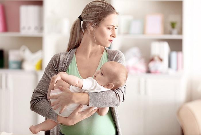 Mất cân bằng nội tiết sau sinh có thể gây nhiều vấn đề về thể chất lẫn tinh thần cho chị em.