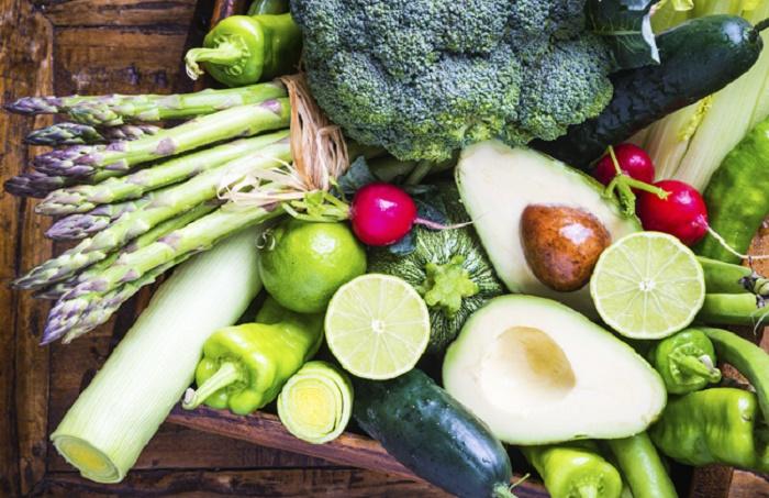 Mẹ cần ăn đầy đủ dưỡng chất để khôi phục lại nội tiết sau sinh.