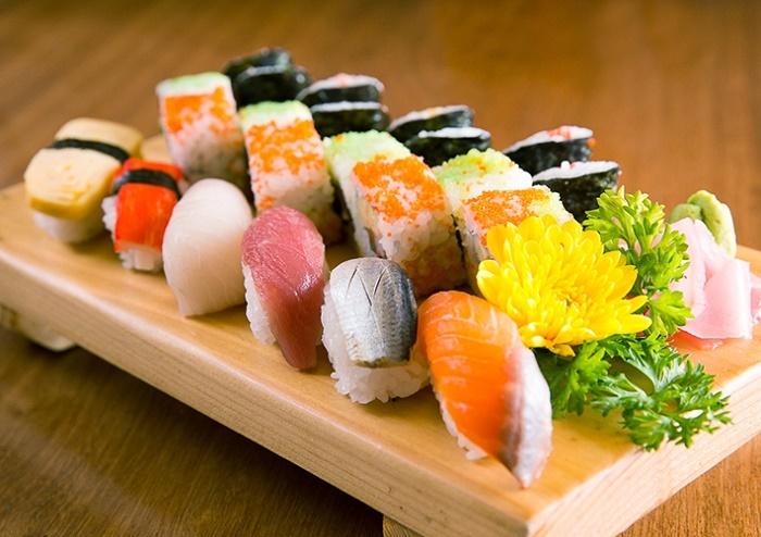 Mẹ không nên ăn các loại thịt, cá sống sau khi bị sảy thai.
