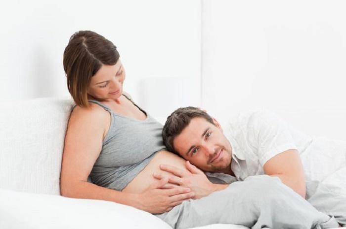Khoảng từ tuần 14-26 là mẹ có thể cảm nhận được thai máy đầu tiên của bé.