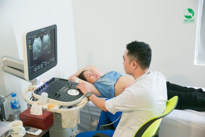Thăm khám sức khỏe thường xuyên để kịp thời phát hiện những bất thường