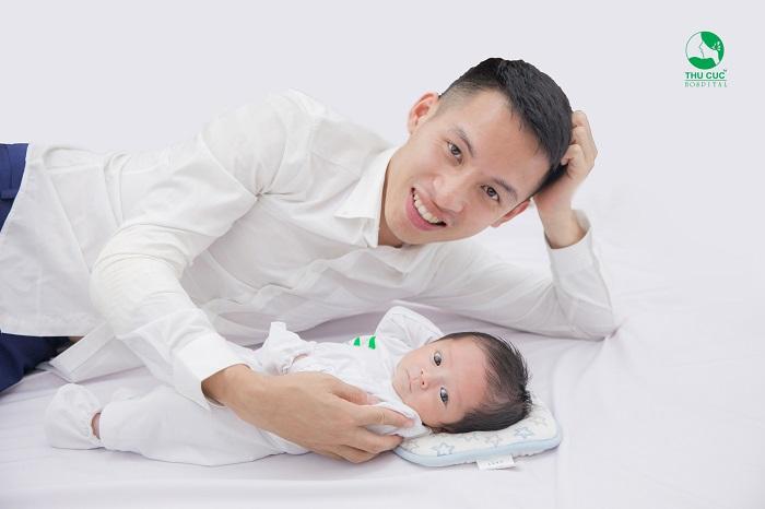 Bộ ảnh cầu thủ Hùng Dũng đưa vợ đi sinh cực chất gây sốt khắp diễn đàn bỉm sữa 11