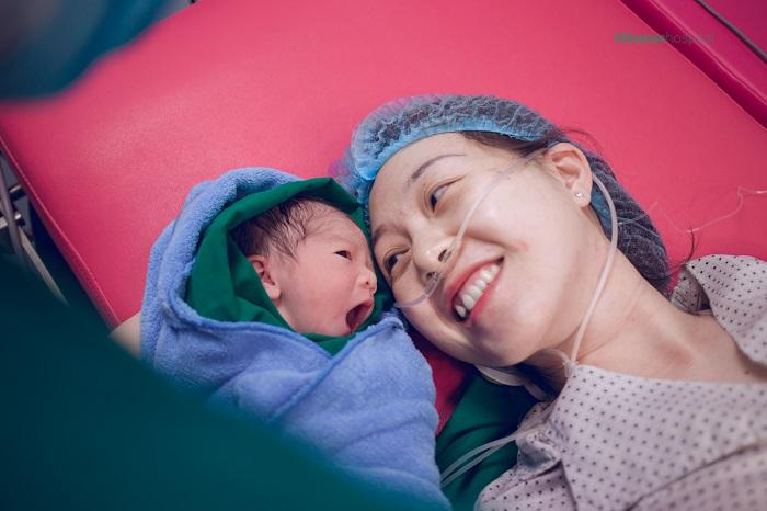 Khi đủ điều kiện hưởng chế độ thai sản, mẹ sẽ nhận được các chế độ, tiền trợ cấp thai sản theo quy định