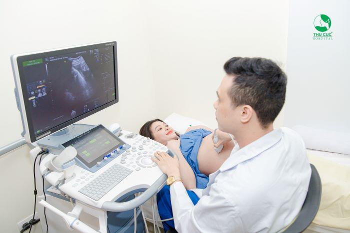Mẹ cần cần tuân thủ lịch đi khám vào 3 tháng cuối của thai kỳ để đảm bảo sức khỏe cho cả mẹ và con