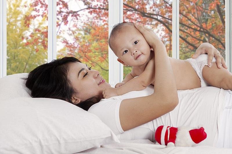 Mẹ cần cung cấp đầy đủ dinh dưỡng để nuôi lớn thai nhi và cho con bú Cho con bú khi đang mang thai có nguy hiểm không