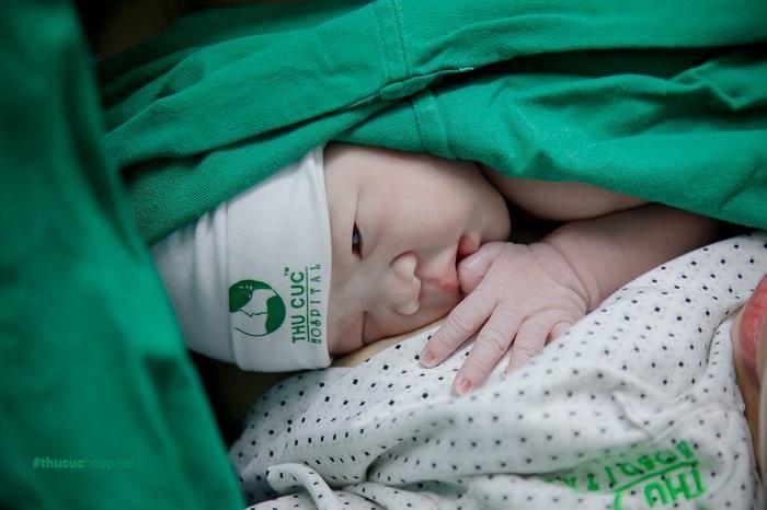 Da kề da sau sinh là vô cùng cần thiết với mẹ và bé, giúp xua tan mọi khó khăn, vất vả suốt 9 tháng 10 ngày mang thai