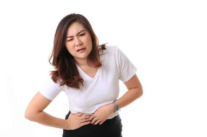 Đau bụng âm ỉ là một trong những dấu hiệu mang thai chị em dễ nhận biết nhất