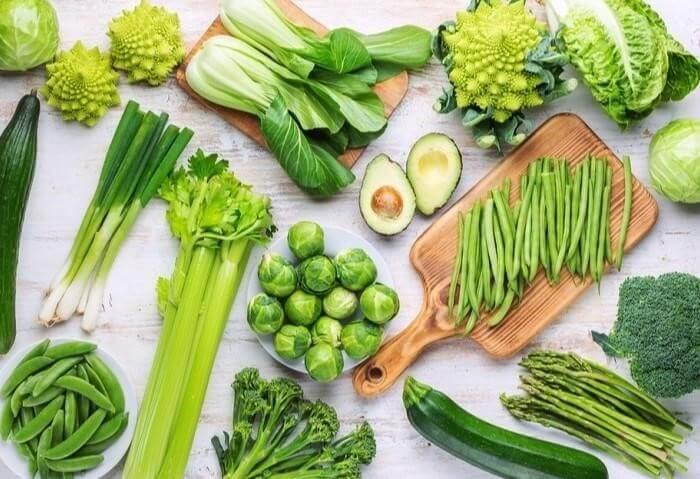 Mẹ nên ăn nhiều rau xanh trong 3 tháng đầu của thai kỳ để làm dịu đi cơn ốm nghén
