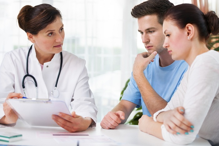 Trước khi làm thủ thuật IUI, vợ chồng cần thăm khám bác sĩ