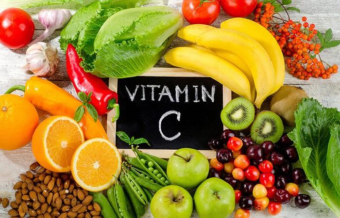 Trong 3 tháng giữa của thai kỳ, mẹ nên ăn nhiều thực phẩm giàu vitamin C để thai nhi phát triển toàn diện và khỏe mạnh