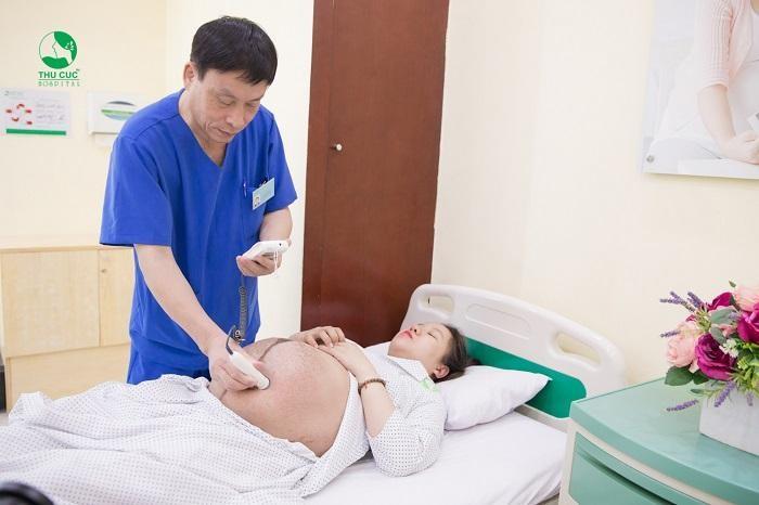 Khi xuất hiện dấu hiệu tiểu đường thai kỳ 3 tháng cuối, chị em nên tới bệnh viện để được bác sĩ thăm khám và điều trị ngay, tránh biến chứng