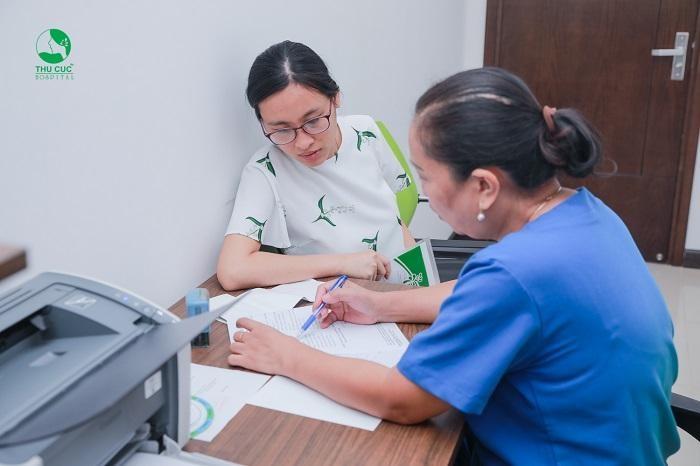 Khi âm đạo ra nhiều máu, vùng tử cung và bụng dưới đau, thai nhi có dấu hiệu cử động bất thường,...mẹ bầu cần tới viện thăm khám ngay