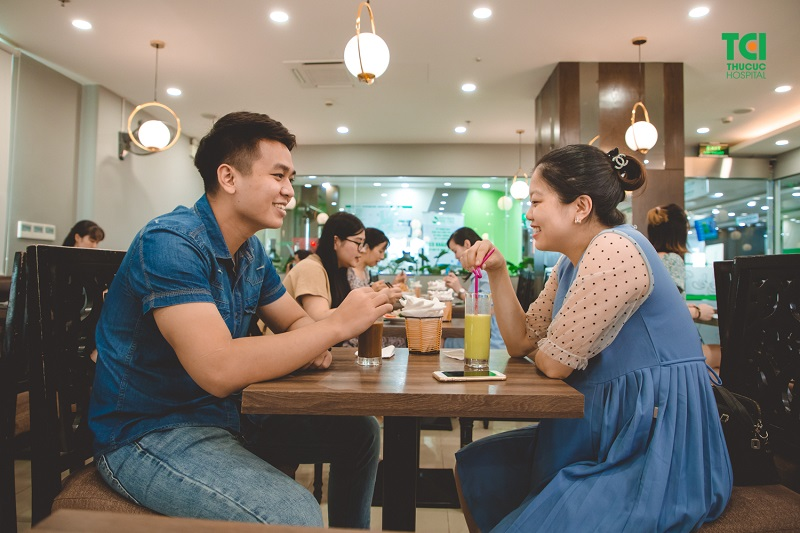 Nhà hàng tại tầng 8 rất tiện lợi cho những mẹ bầu, sau thăm khám có thể dùng bữa ngay mà không phải đi xa.