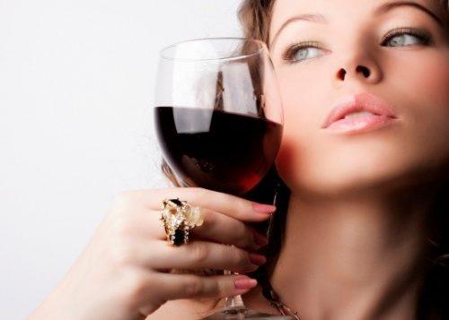 Rượu vang với sức khỏe phụ nữ