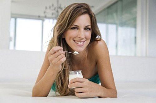 Chữa bệnh phụ khoa bằng sữa chua có hiệu quả không?