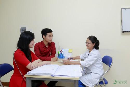 Để xác định nguyên nhân gây vô sinh hiếm muộn, cả 2 vợ chồng cần đi khám để được điều trị kịp thời