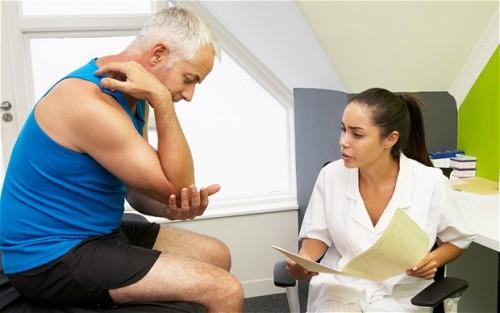 Cần đến bác sĩ để xác định viêm khớp dạng thấp hay thoái hóa khớp để có phương pháp điều trị thích hợp