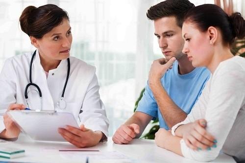Bạn nên đến cơ sở chuyên khoa để thăm khám nếu có một trong những dấu hiệu vô sinh hiếm muộn ở trên
