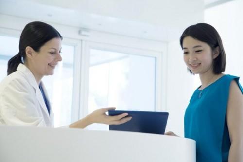 Bạn nên đến cơ sở chuyên khoa để được thăm khám và điều trị kịp thời