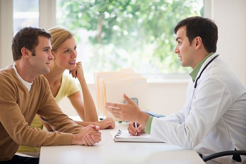 Bạn nên thăm khám phụ khoa định kỳ và nhờ sự tư vấn của bác sĩ khi bị tắc vòi trứng