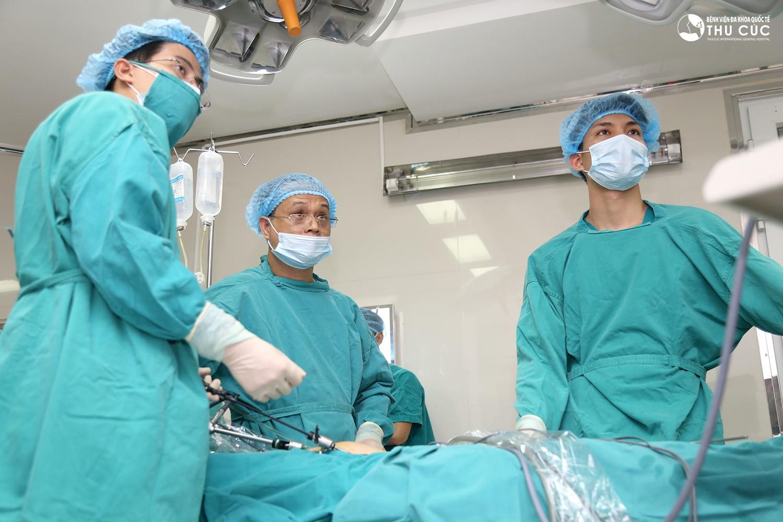 U xơ tử cung phẫu thuật mổ mở khi nào?
