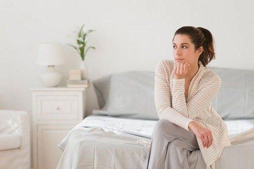 Huyết trắng bã đậu là dấu hiệu của bệnh gì?