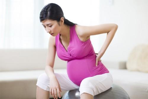 Làm việc quá sức không tốt cho bà bầu và thai nhi