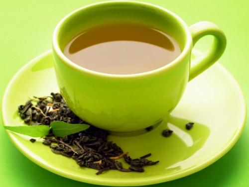 Trong trà xanh có chất epigallocatechin- gallate, gọi tắt là EGCG. Virus cúm có thể bị tiêu diệt ngay khi gặp chất EGCG. Đặc biệt EGCG có khả năng ngăn virus cúm lây lan trong nhiều giai đoạn. Bên cạnh đó, EGCG còn có khả năng chống lại những chủng virus kháng thuốc trị cúm thông thường.