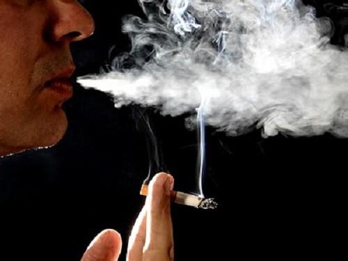 Hút thuốc cũng là một trong những nguyên nhân ảnh hưởng đến số lượng và chất lượng tinh trùng