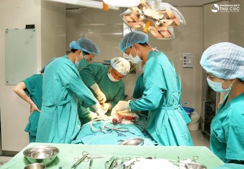 Bạn cần chọn cơ sở y tế có đội ngũ bác sĩ chuyên khoa giỏi, khả năng xử trí các tình huống tốt để thực hiện mổ u nang buồng trứng