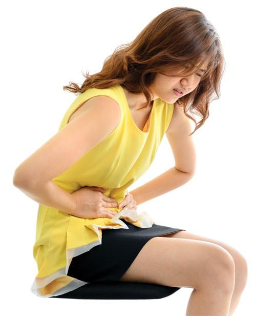 Bị viêm phụ khoa gây đau bụng đúng không?