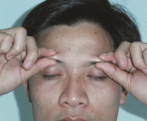Bấm huyệt theo phương pháp diện chẩn để chữa vô sinh