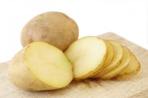 Theo các chuyên gia, khoai tây là loại củ chứa rất nhiều potassium, có thể điều trị chứng đau đầu cho phụ nữ mang thai và cơ thể thường thiếu loại khoáng chất này khi bị mất nước.