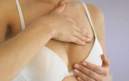 Bệnh có thể gây đau tức ở ngực, áp xe vú trong thời gian cho con bú