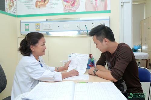 Hãy thăm khám bác sĩ chuyên khoa để biết chính xác nguyên nhân chảy dịch lỗ niệu đạo do đâu