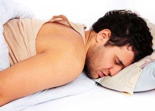 Các vi khuẩn chlamydia có thể lây lan gây viêm tuyến tiền liệt với các biểu hiện như đau khi quan hệ tình dục, đau khi đi tiểu