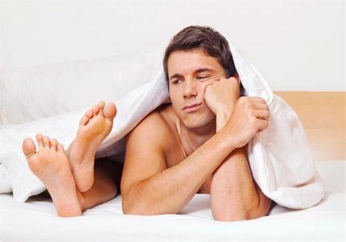 Quan hệ tình dục là con đường lây nhiễm bệnh Chlamydia chủ yếu.