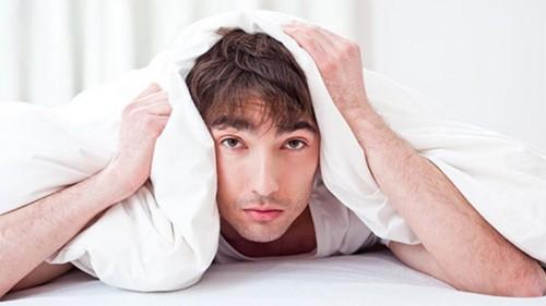Đau tinh hoàn là một trong những triệu chứng của bệnh