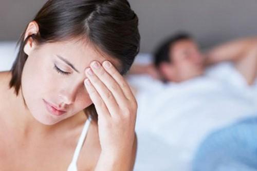 Đau khi quan hệ tình dục là một trong những triệu chứng của bệnh chlamydia.