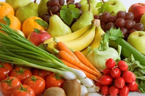 Bổ sung thực phẩm giaù vitamin rất quan trọng để bạn có thể cung cấp đủ vitamin cho cơ thể trong những ngày này. Một số vitamin bạn nên bổ sung là vitamin E, B6, C... Vitamin E giúp bạn giảm bớt các triệu chứng từ hội chứng tiền kinh nguyệt như đau bụng, chóng mặt... Bạn nên ăn lòng đỏ trứng và bơ để có được lượng vitamin E dồi dào. Vitamin B6 giúp làm giảm đầy hơi. Vitamin C cần thiết để cải thiện hệ thống sức khỏe sinh sản của bạn. Bạn có thể ăn nho và chanh để bổ sung vitamin C trong cơ thể. Nếu bạn cần thêm vitamin B6, bạn nên thêm khoai tây vào chế độ ăn uống.