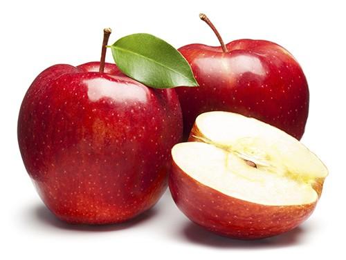 Táo là một trong những loại quả tốt cho thai nhi và mẹ bầu. Trong táo tươi rất giàu vitamin C, rất dễ được cơ thể hấp thu. Loại quả này có tác dụng tăng cường hệ miễn dịch cho cơ thể giúp mẹ bầu và thai nhi luôn khỏe mạnh. Ngoài ra trong quả táo còn chứa cả vitamin B, có thể phòng bệnh xơ cứng huyết quản, có tác dụng kiện toàn các mao mạch não.