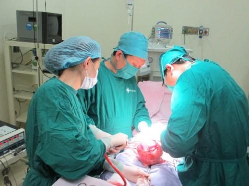Phẫu thuật u xơ tử cung và những điều cần biết
