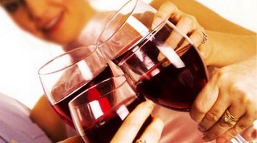 Hạn chế sử dụng rượu bia khi bị u xơ tuyến vú.