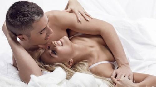 Quan hệ tình dục với người bệnh là con đường lây truyền chính của sùi mào gà.