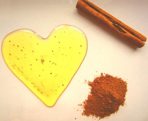 Bài thuốc mật ong và bột quế chữa vô sinh