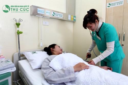 Khi tình trạng tắc tia sữa kéo dài mẹ nên đến cơ sở y tế thăm khám để kịp thời xử trí.