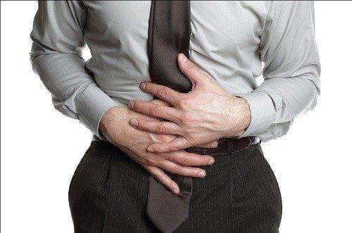 Buồn nôn, ói mửa và ợ nóng là dấu hiệu của đau bụng dưới dạng bệnh lý