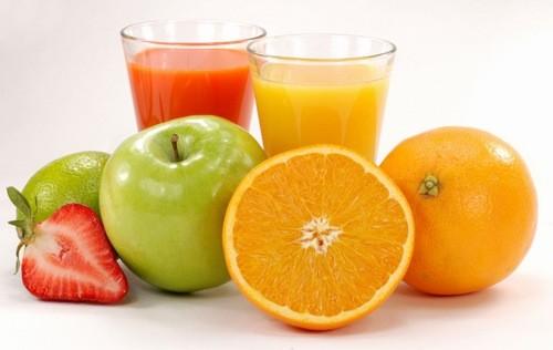 Tích cực uống nước, bổ sung cho cơ thể những thực phẩm giàu vitamin C