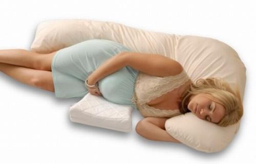 Nên ngủ đúng tư thế khi mang bầu